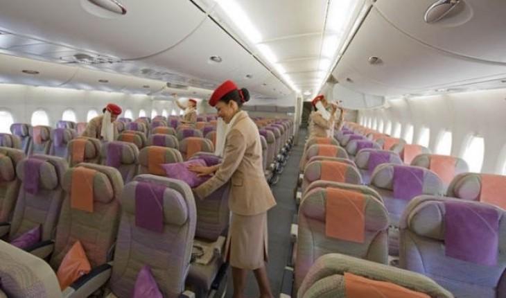 La compagnie emirates fait passer l 39 airbus a380 615 for Avion airbus a380 interieur