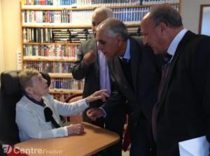 retaitée offre sa bibliothèque à la tunisie
