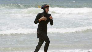 France : une seconde Mairie interdit le port du burkini sur ses plages