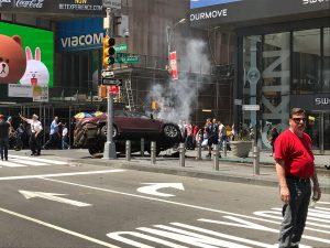 voiture qui fonce sur la foule new york
